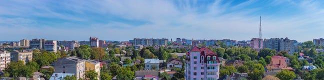 Nuages de ciel de ville de panorama Photographie stock