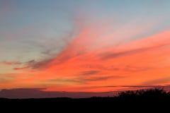 Nuages de coucher du soleil à travers le Sussex Image stock
