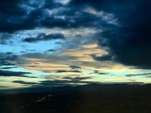 Nuages de coucher du soleil de lever de soleil de vert bleu Image libre de droits