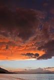 Nuages de Mammatus au coucher du soleil en avant de l'orage violent Images libres de droits