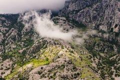 Nuages de montagne dans Monténégro Photographie stock