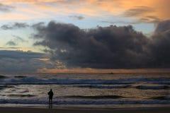 Nuages de pêcheur et de matin Image stock