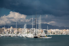 Nuages de Palma de Mallorca Marina Under Storm photos stock