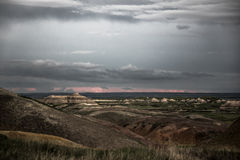 Nuages de pluie au-dessus des bad-lands parc national, le Dakota du Sud Photos stock