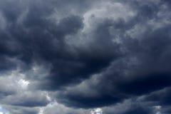 Nuages de pluie foncés Photographie stock