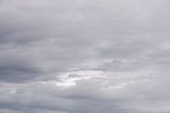 Nuages de pluie foncés et sinistres photos libres de droits