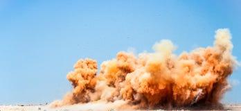 Nuages de poussière après les souffles image libre de droits