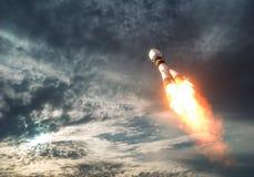 Nuages de Rocket Takes Off To The de transporteur de cargaison Photo stock