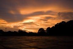 Nuages de tempête au coucher du soleil image stock