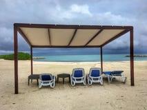 Nuages de tempête au-dessus de l'auvent sur la plage dans le cana de punta Photos stock