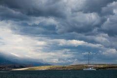 Nuages de tempête au-dessus de la mer Photos libres de droits