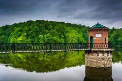Nuages de tempête au-dessus de lac Antietam, près de la lecture, la Pennsylvanie Photo libre de droits