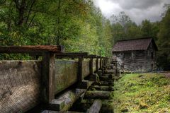 Nuages de tempête au-dessus de moulin de Mingus photos stock