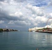Nuages de tempête au-dessus de pilier de marine Images libres de droits