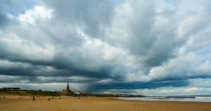 Nuages de tempête au-dessus de Tynemouth Image libre de droits