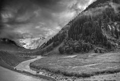 Nuages de tempête au-dessus des montagnes de ladakh, Jammu-et-Cachemire, Inde Images stock