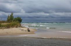Nuages de tempête au-dessus du lac Michigan Images libres de droits