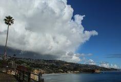 Nuages de tempête au-dessus de Palos Verdes Peninsula Overlooking l'océan pacifique, le comté de Los Angeles, la Californie image libre de droits