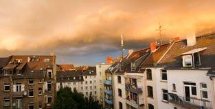 Nuages de tempête déménageant loin au-dessus de Mayence, Allemagne Images libres de droits