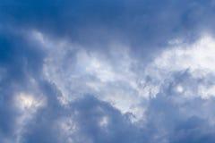 Nuages de tempête dans le ciel comme fond Photo stock