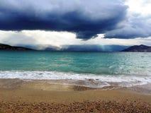 Nuages de tempête du bord de mer Images stock
