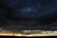 Nuages de tempête foncés Image stock
