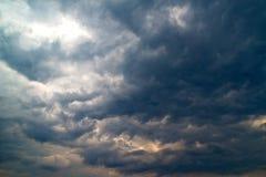 Nuages de tempête lourds Photographie stock