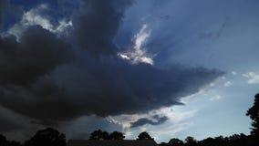 Nuages de tempête sur l'horizon image stock