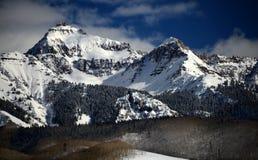 Nuages dramatiques d'hiver, neige alpine cristalline en Rocky Mountains, le Colorado photographie stock