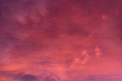 Nuages dramatiques de coucher du soleil Image libre de droits