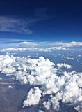 Nuages en ciel bleu Photo libre de droits