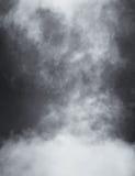 Nuages et brouillard noirs et blancs Photographie stock libre de droits
