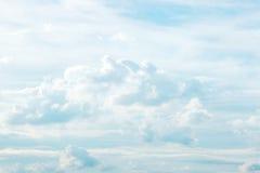 Nuages et ciel blancs Photo stock
