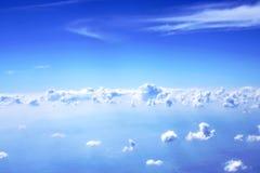 Nuages et ciel bleu Image libre de droits