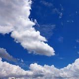 Nuages et ciel bleu photographie stock