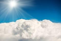 Nuages et ciel bleus Images libres de droits