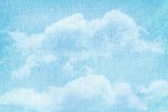 Nuages et ciel d'aquarelle peints par bleu Images stock