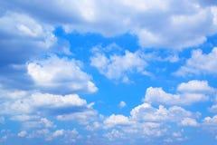 Nuages et fond 171018 0141 de ciel bleu Photographie stock libre de droits