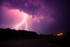 Nuages et foudres et tempête de tonnerre Image libre de droits