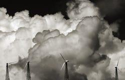 Nuages et generat éolien Images libres de droits