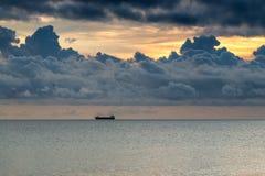 Nuages et la mer Photo stock