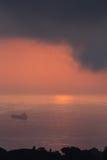 Nuages et lumière au-dessus de la mer dans la baie d'Alger Image libre de droits