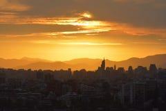 Nuages et paysage de coucher du soleil photos stock