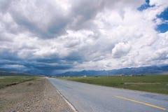 Nuages et route de tempête Image libre de droits