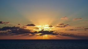 Nuages et soleil photo stock