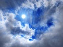 Nuages et soleil, beau ciel avec des nuages Image stock