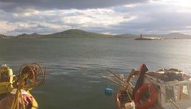Nuages et Sun avec des bateaux image libre de droits