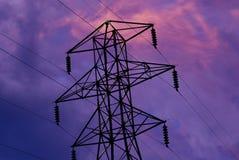 Nuages et tours électriques Image libre de droits