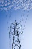 Nuages et tours électriques Photographie stock