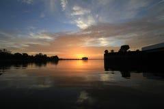 Nuages excessifs de coucher du soleil Photographie stock libre de droits